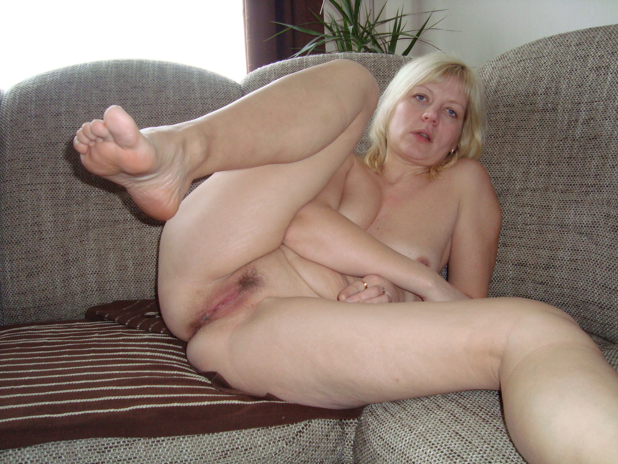 Amateur old mature pussy and feet
