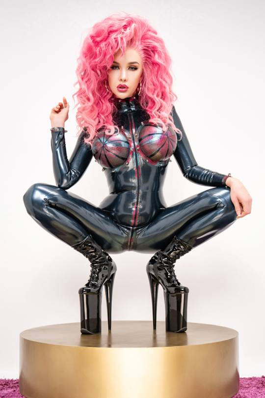 Latex mistress outfit