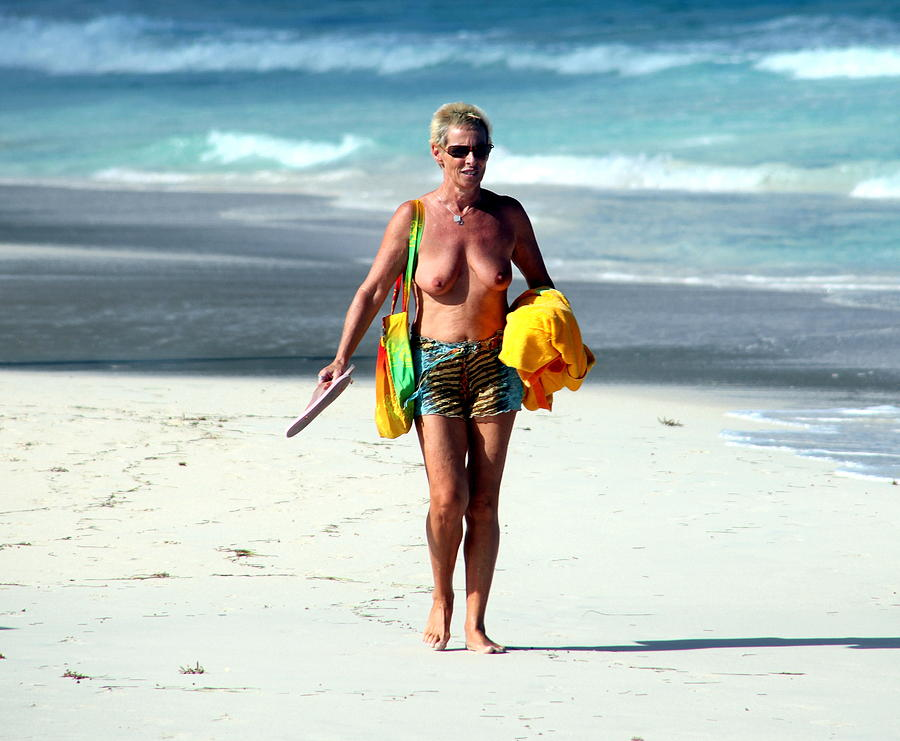Naked mature beach pictures